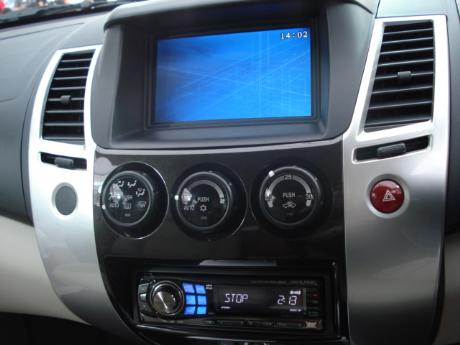 2009 Mitsubishi Pajero Sport SUV front view