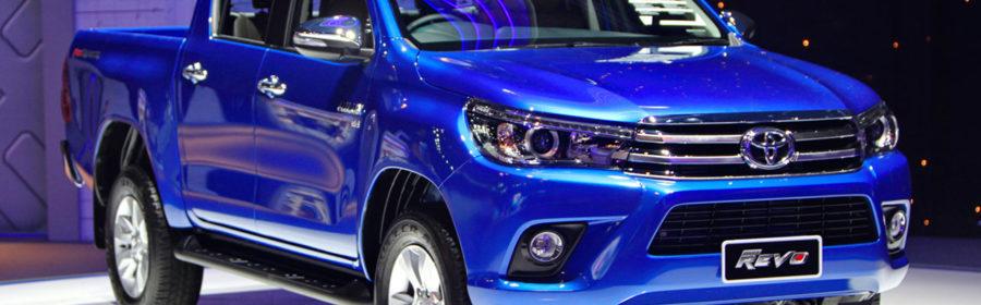 2016_Toyota_Hilux_Revo_blue