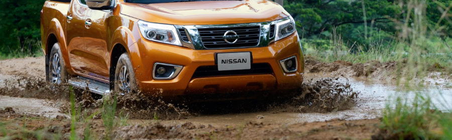 Nissan-NP300-Navara-12th-gen-in-mud.jpg